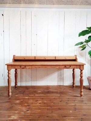 オーダーメイドで作る書斎机です。サイズ、脚のデザイン、収納など理想を形にするオーダーメイド家具の専門店です。