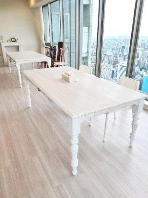 カービング教室に製作させていただいたW2000の大きなダイニングテーブル。