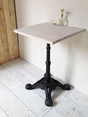 カフェやレストランなど飲食店向けの鉄脚テーブルです。