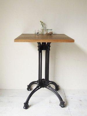 カフェ、レストランなど飲食店向けの鉄脚テーブル