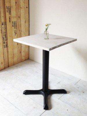 天板のサイズと鉄脚のデザインはカスタマイズできます。