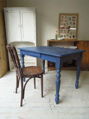 本物のようなアンティーク調ダイニングテーブルを製作します。