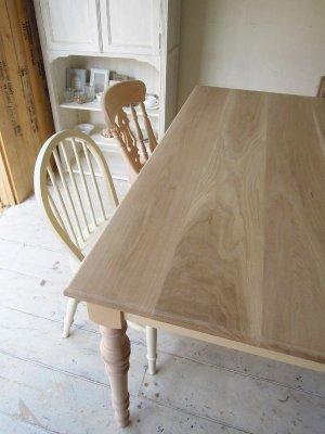 ホワイトオーク無垢材を使ったテーブル天板です。