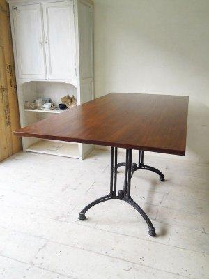 鉄脚×無垢板ダイニングテーブル
