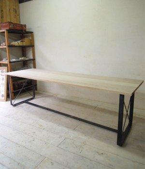 W2400のロングサイズテーブル、飲食店や美容室のカウンセリングテーブルに