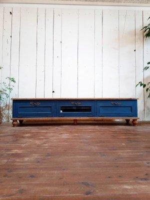 横幅1800mmの大きなテレビボード、自由にさいずへんこうが可能です。