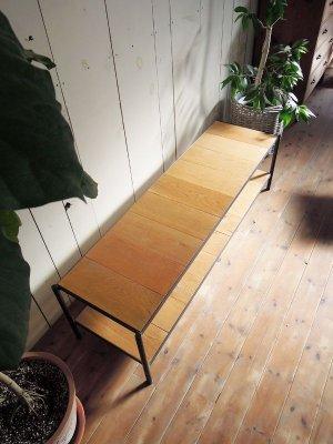繊細な木目で北欧インテリアと相性が良いシンプルテレビボード。