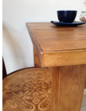 アンティーク加工を施した家具
