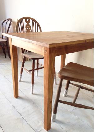 パイン材北欧風カフェダイニングテーブル