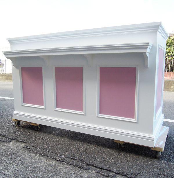 ホワイト&ピンク色のレジカウンター
