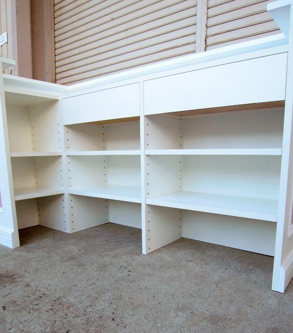可動棚と引き出し付きショップカウンター