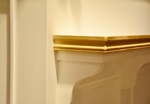 ゴールドとホワイトのレジカウンター