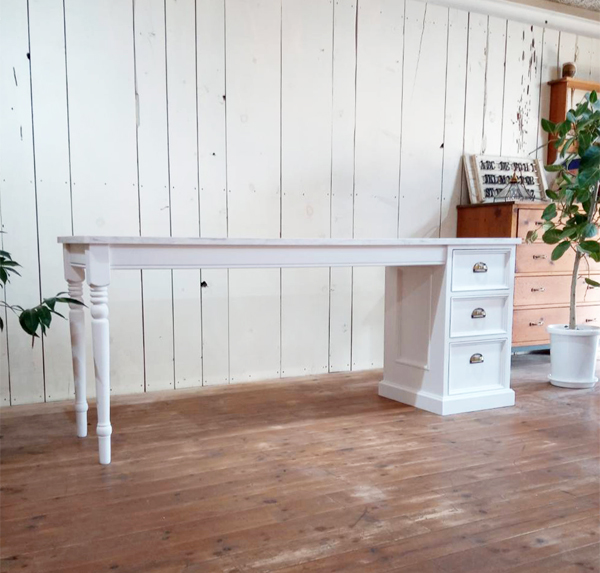 180cmの大きなネイルテーブル(ターンドレッグ)