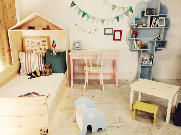 かわいい学習机、ピンクアイボリーのデスク