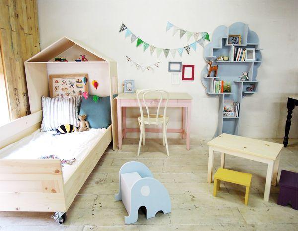 木の形の本棚,かわいい子供部屋