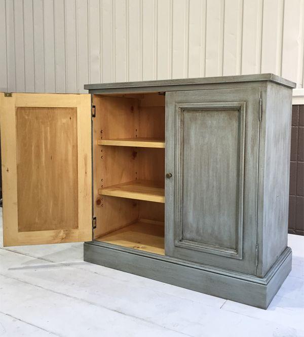 扉付き本棚