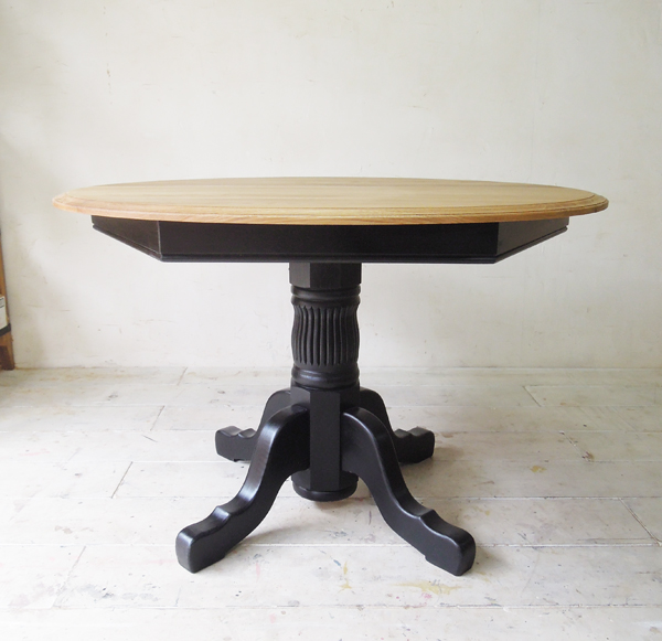 ろくろ脚,飲食店テーブル