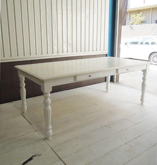 ホワイトトーン,テーブル