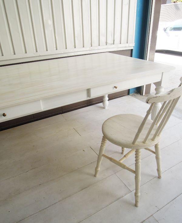 アンティーク調ダイニングテーブル