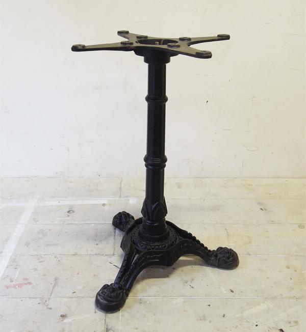 鉄脚テーブル,店舗什器,ラウンドテーブル
