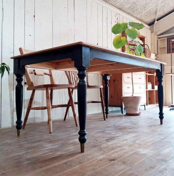 足元スペースが広いスタイリッシュなダイニングテーブル