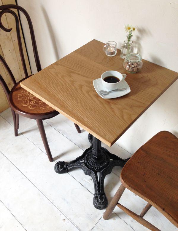プロ向け鉄脚テーブル、カフェやレストランにおすすめ