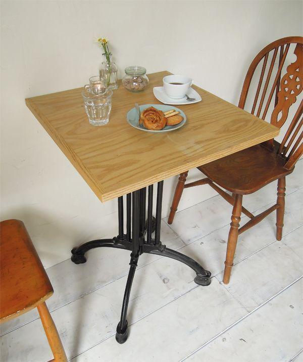 カフェやレストラン向けの鉄脚テーブル@大阪