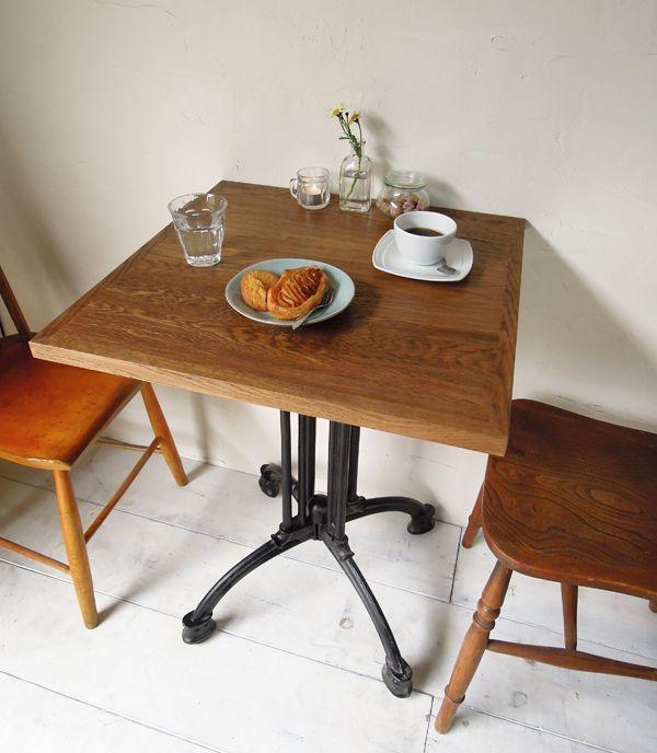 プロ向けの鉄脚テーブル、カフェやレストランにおすすめ