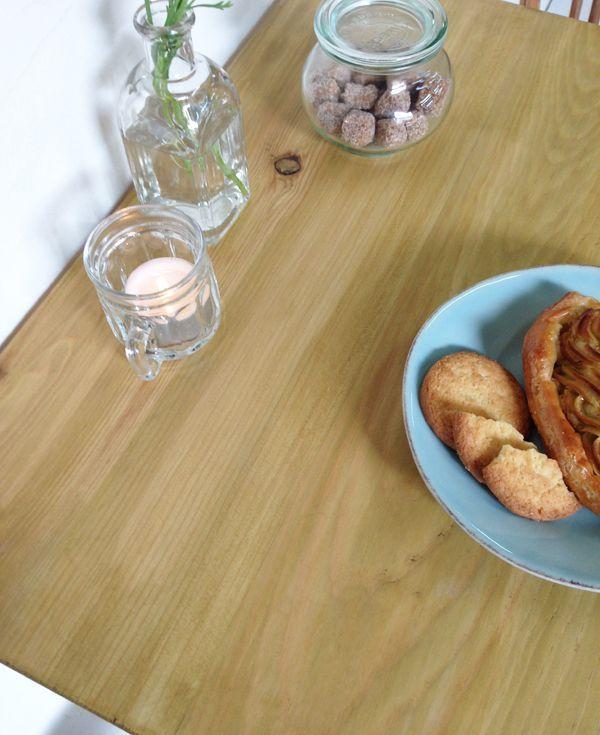 パイン材を使った飲食店向け鉄脚テーブル