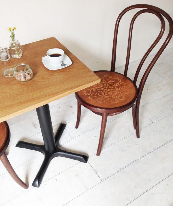 飲食店カフェ向けの鉄脚テーブル500角、オーク無垢板、シンプル