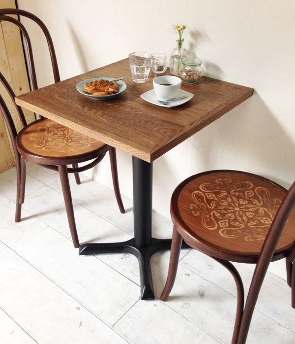カフェやレストラン向けの鉄脚テーブル@大阪東京