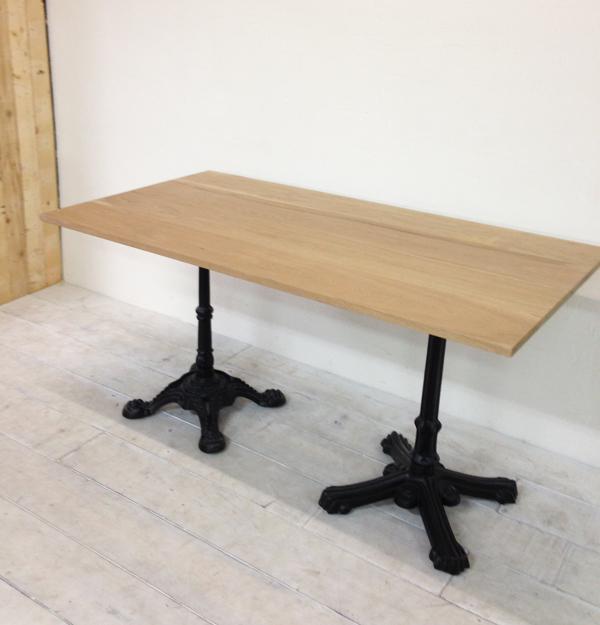 ゴージャスな鉄脚テーブル、店舗什器におすすめ、ホワイトオーク材