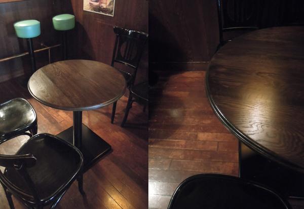 バー、カフェのラウンドテーブル