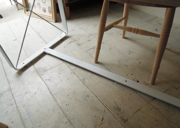 テーブルの鉄脚
