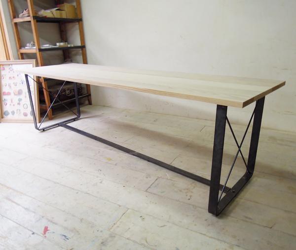 インダストリアル鉄脚テーブル